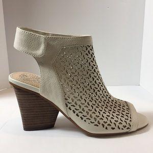 Vince Camuto Dastana Leather Peep-Toe Sandels 5M